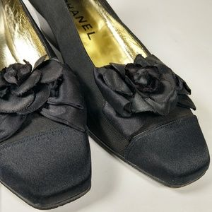 Vintage Chanel satin Camelia low heels 6